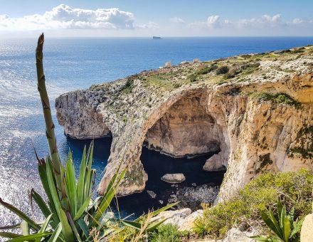 Skalny utvar Blue Grotto na juznom pobrezi Malty