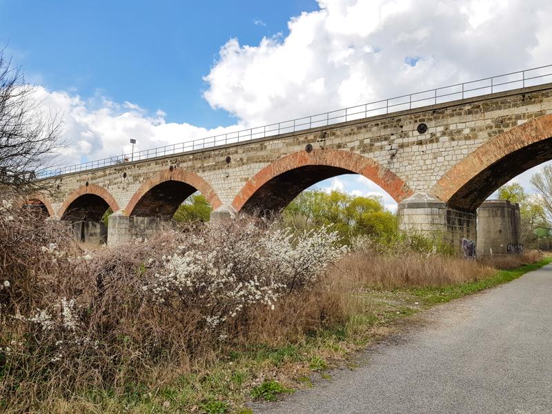 Cyklocesta okolo Devinskeho jazera a stary zeleznicny most