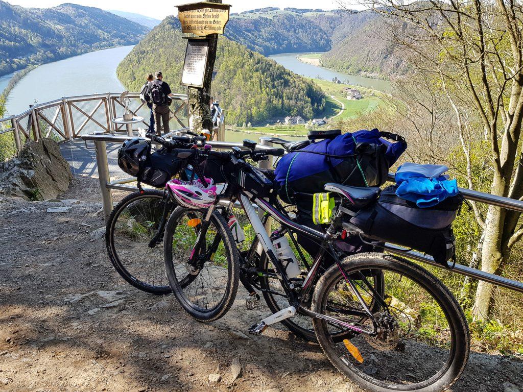 Dunajska cyklocesta a miesto zvane Schlogen
