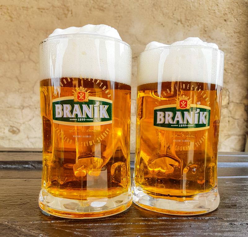 pivo Branik v krcme v Dechticiach