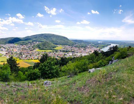 Vyhlad z Braunsbergu na Hainburg
