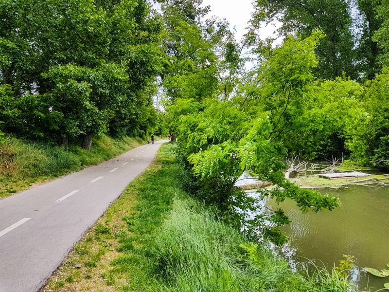 Cyklotrasa popri Ciernej vode