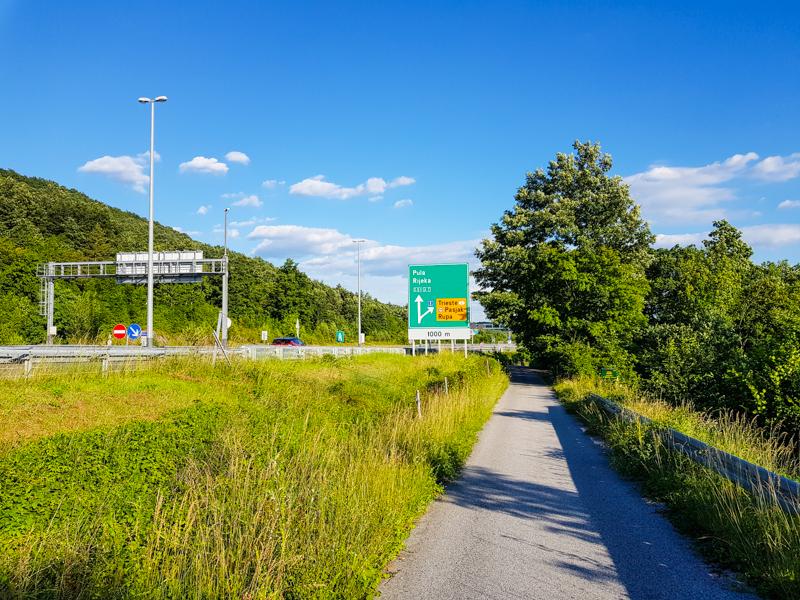 hranica slovinska a chorvatska v dedine Rupa