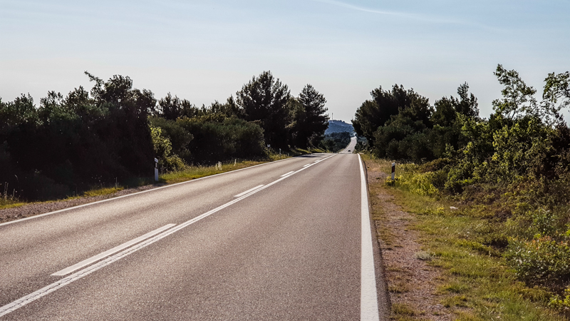 cesta okolo Vranskeho Jazera