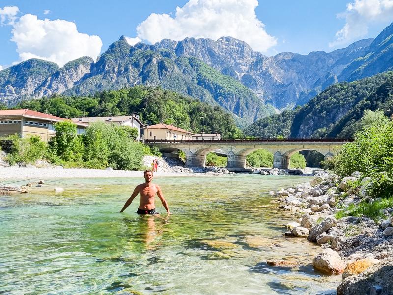Alpe Adria a kupanie v horskej rieke